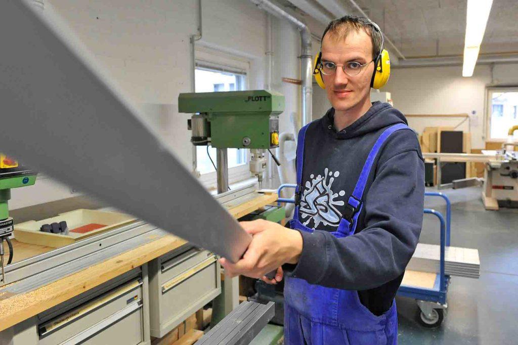 Holzbearbeitung - Zuschneiden und Bohren