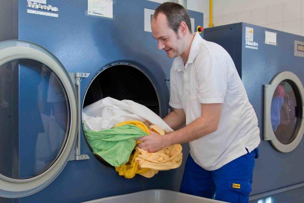 Wäscherei - Trockner entleeren