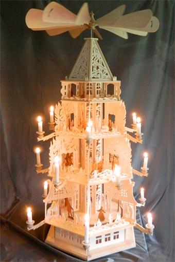 Kreative Holzbearbeitung - Große Pyramide mit Kerzen mit 4 Ebenen