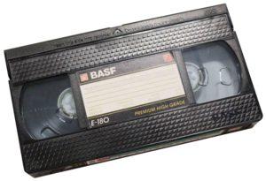 Foto einer VHS-Videokassette welche digitalisiert werden soll.